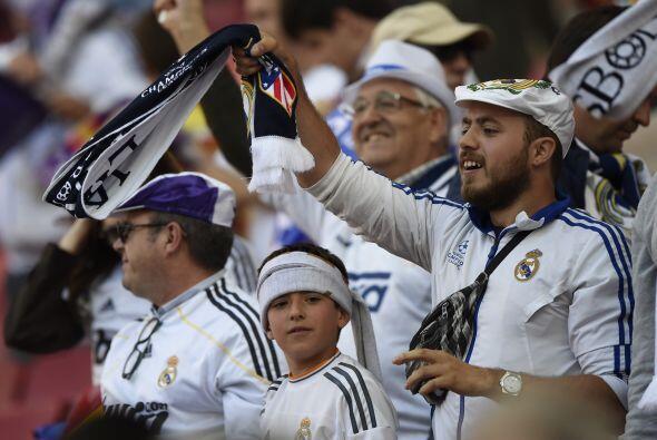 Los aficionados del ayer, del hoy y del mañana juntos en Portugal apoyan...