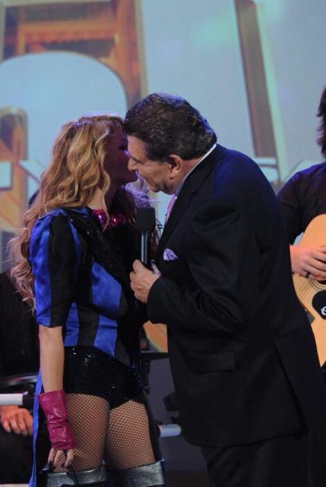 Don Francisco agradeció por tanto cariño, se siente muy afortunado por t...