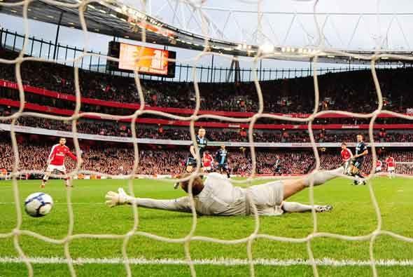 El Arsenal se adelantó al West Ham con este gol de Giovani.