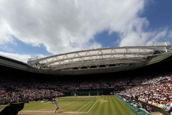 La cancha central del All England Tennis Club vivió otra de sus o...