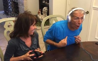 Abuelos recibiendo noticia de embarazo