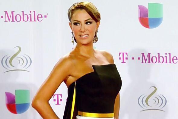En febrero Ninel fue la presentadora de Premio Lo Nuestro.Mira aqu&iacut...