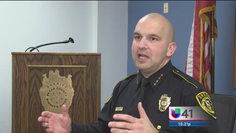 El alguacil del condado Bexar lanza un programa para responder en españo...