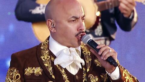 Lupillo Rivera cantó por primera vez la canción que le compuso a Jenni,...