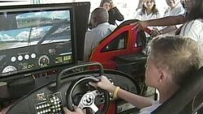 Adolescentes seguros tras el volante. Se busca educar a nuevos conductor...