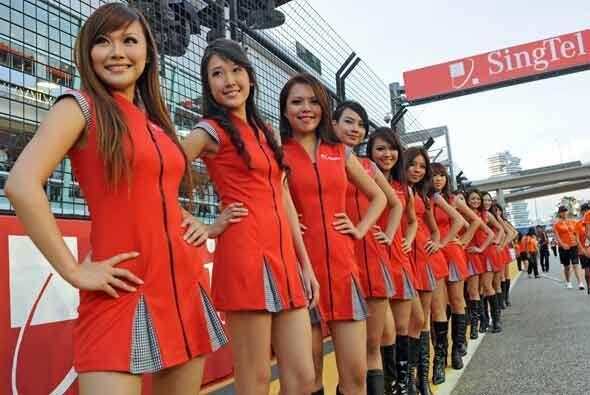El Gran Premio de Singapur arrancó con un toque de la belleza asi...