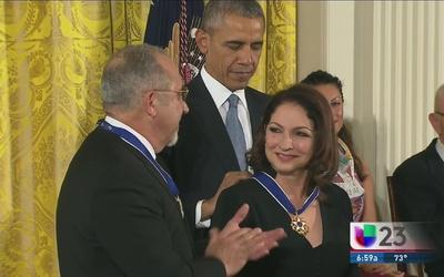 Emilio y Gloria Estefan reciben Medalla de la Libertad