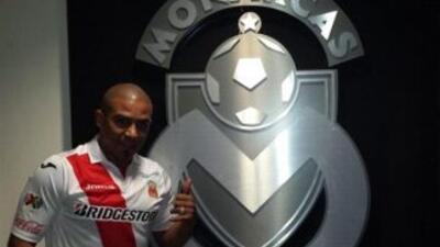 Egidio Arévalo ya posó con la playera del Morelia. (FOTO: Cortesía Fuerz...