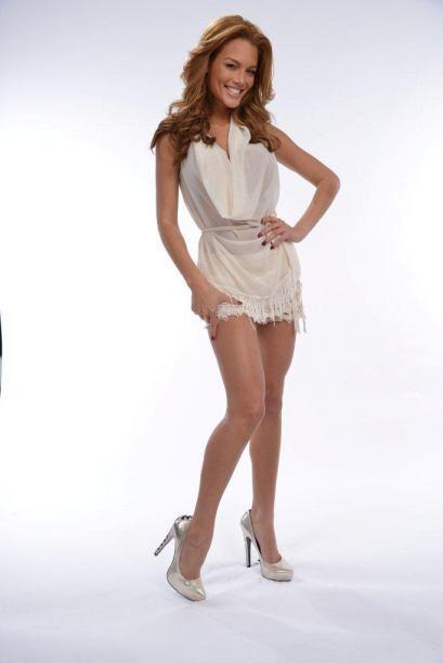 Zuleyka Rivera llegó divina en un mini vestido.
