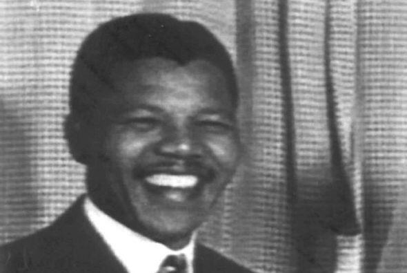 1958: Se divorcia de Ntoko Mase y contrae matrimonio con Winnie Madikize...