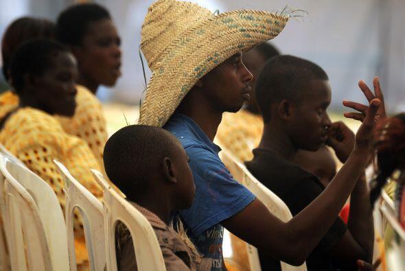 Un aldeano en Kogelo, expectante por la llegada de Barack Obama.