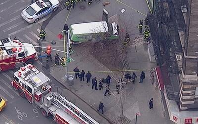 Vagoneta se estrelló contra un edificio en Broadway