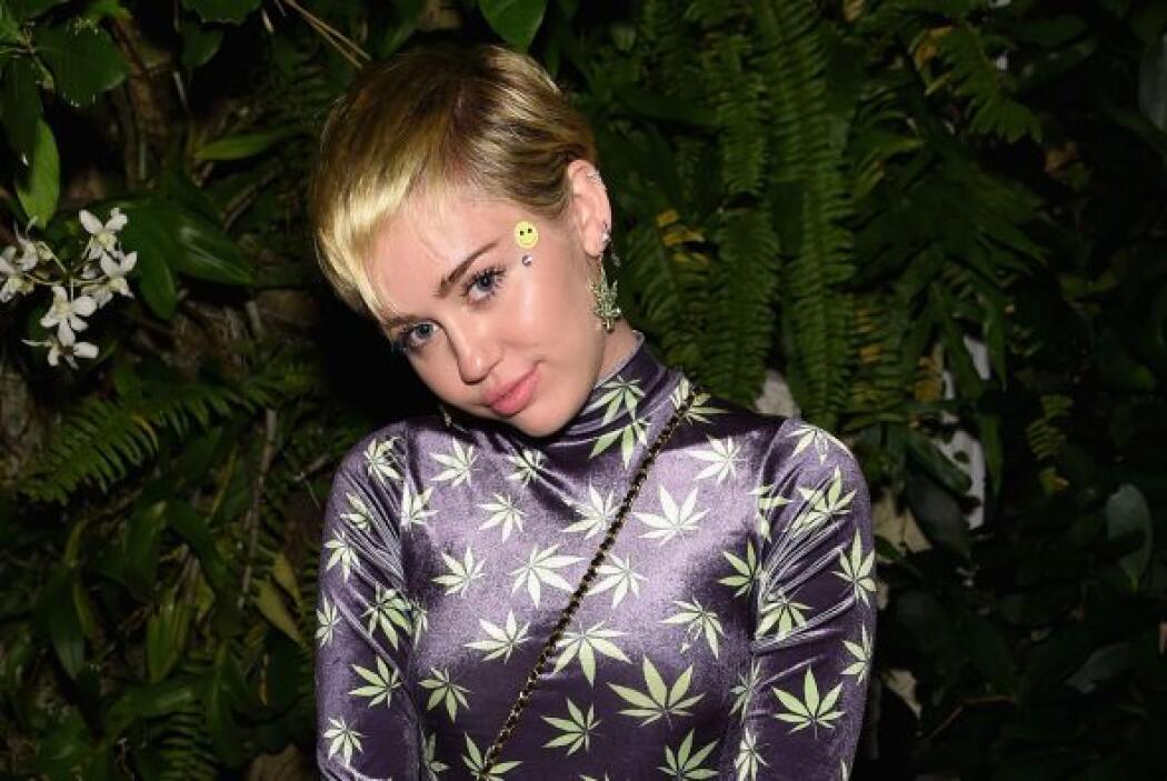 Miley dice que desde pequeña sabe que le gustan los niños y niñas por ig...