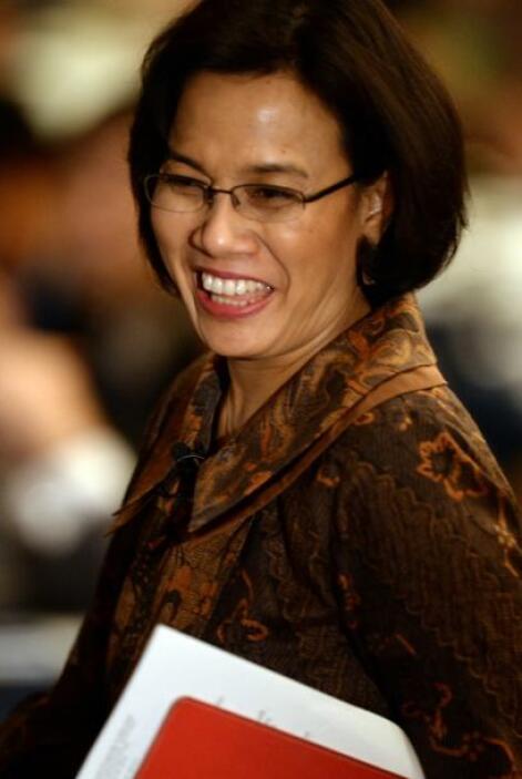 38.- SRI MULYANI INDRAWATI: Tiene 51 años y es la ex Ministro de Finanza...