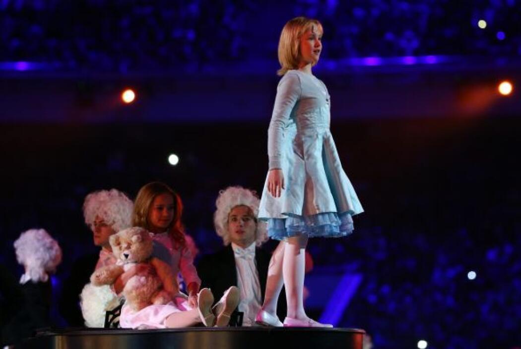 Una vez más, como en la apertura de los Juegos, fue la niña Liuba la pro...