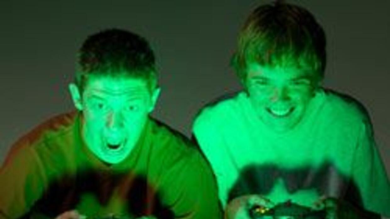 Chicos adictos a los video juegos