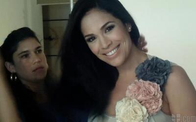 Detrás de cámaras en sesión de fotos con Karla Martínez
