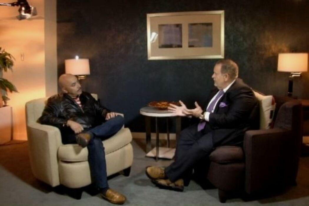 Durante la entrevista, Raúl pudo hacerle varias preguntas a Lupillo, y é...