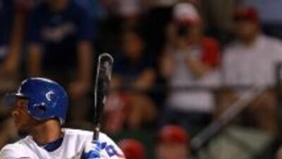 Elvis Andrus remolcó dos de las cinco carreras de los Rangers en la vict...