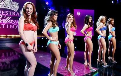 Desfile en bikini de las seis bellezas clasificadas en la primera gala