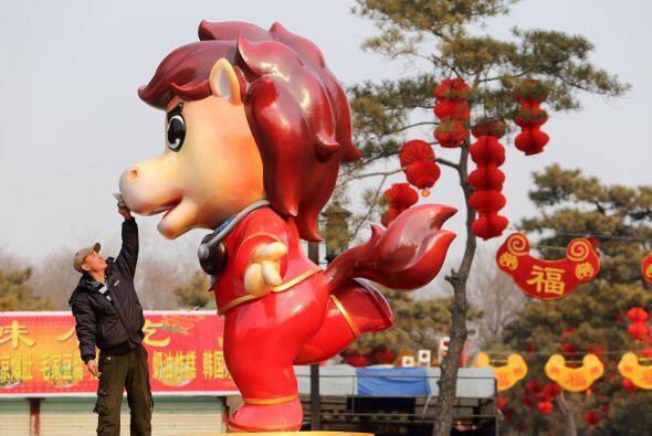 Emocionante y extrovertido, vivo y animado, el caballo es la vida de cua...