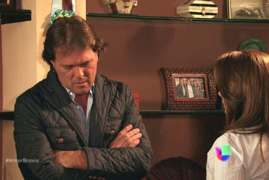 Camila ofreció su amistad a Mariano para resolver la situación pero él f...
