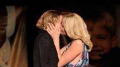 Charlize Theron subastó un beso durante una subasta benéfica y la ganado...