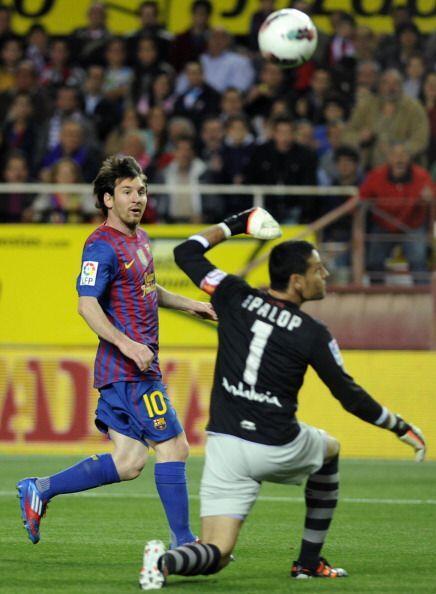 El balón superó al guardameta del Sevilla y se metió besando el ángulo.
