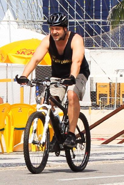 Y, curiosamente, en lugar de auto optó por andar en bici.