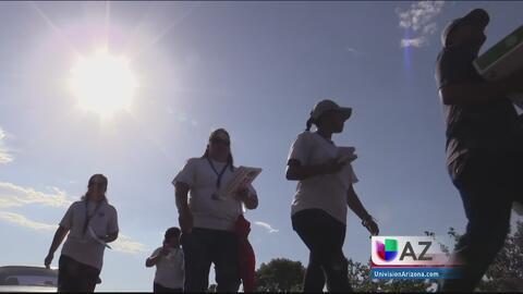 Grupo de madres patrullan vecindario de Maryvale para prevenir el crimen