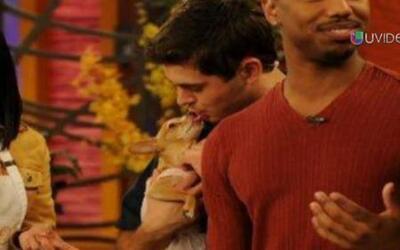 Zac Efron tuvo un romántico encuentro con Honey, detrás de cámaras
