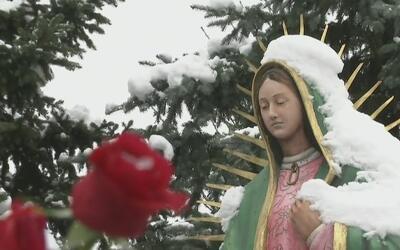 Flores, veladoras y fe, lo que llevaron fieles al Santuario de la Virgen...