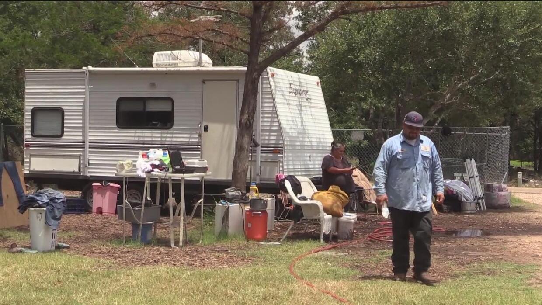 Familias se recuperan tras perder todo por las lluvias