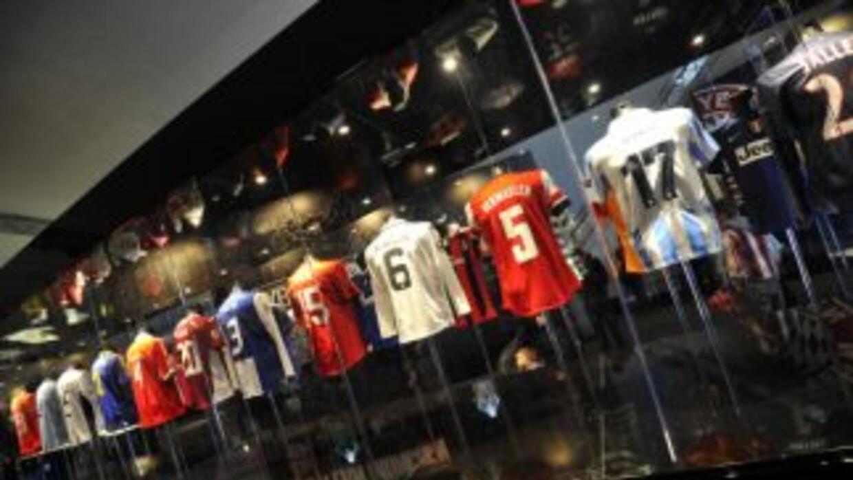 Camisas de algunos de los jugadores emblemáticos que han jugado en la Ch...