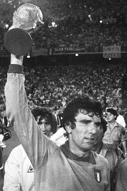 Sin embargo, su mayor logro fue ganar la Copa del Mundo de España 1982 y...