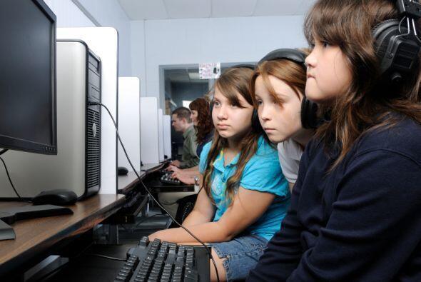 Laboratorios o salas de computación en las escuelas: La mayoría de las e...
