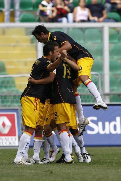 Lecce se puso en ventaja, primero con el tanto de Giacomazzi.