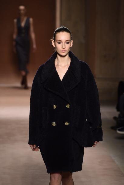 Los abrigos fueron pieza clave en la nueva propuesta de Victoria Beckham.