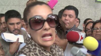 Ninel Conde entre reporteros, gritos y empujones