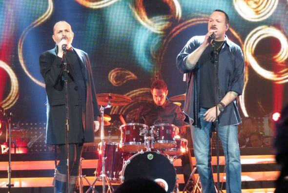Pepe Aguilar cantó junto a Miguel Bosé.