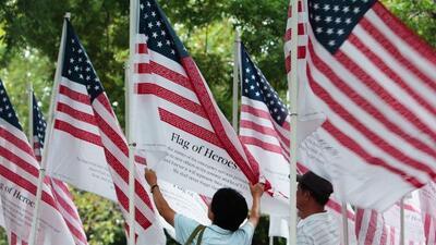 Unas 2,976 banderas fueron colocadas alrededor del Battery Park de Nueva...