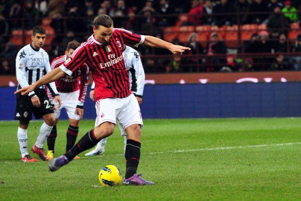 Ibrahimovic se paró frente al arco.