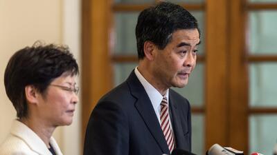 Líder de Hong Kong se niega a renunciar y ofrece conversaciones con los...