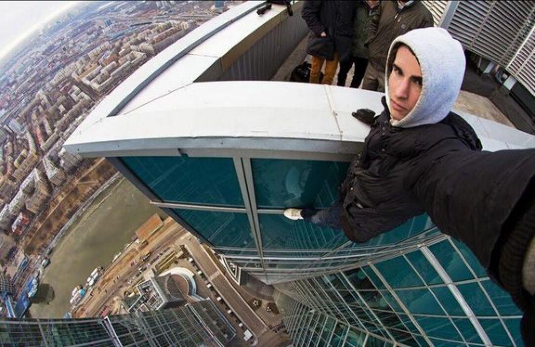 Lleva un tiempo sorprendiendo al mundo con sus 'selfies' desde los punto...