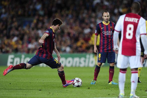 El primer gol llegó en jugada a balón parado.