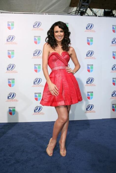Aunque se ve flaquita, Jackie Bracamontes también tiene un buen sostén p...