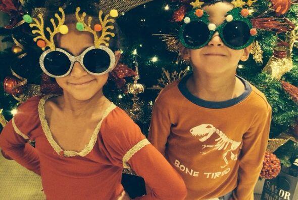 J. Lo presume a sus pequeños en el árbol de navidad. Sin duda su mejor r...
