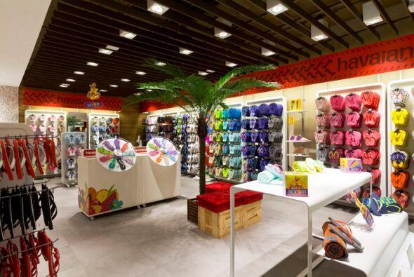 17. HAVAIANAS. Estas tiendas departamentales brasileñas tienen un...