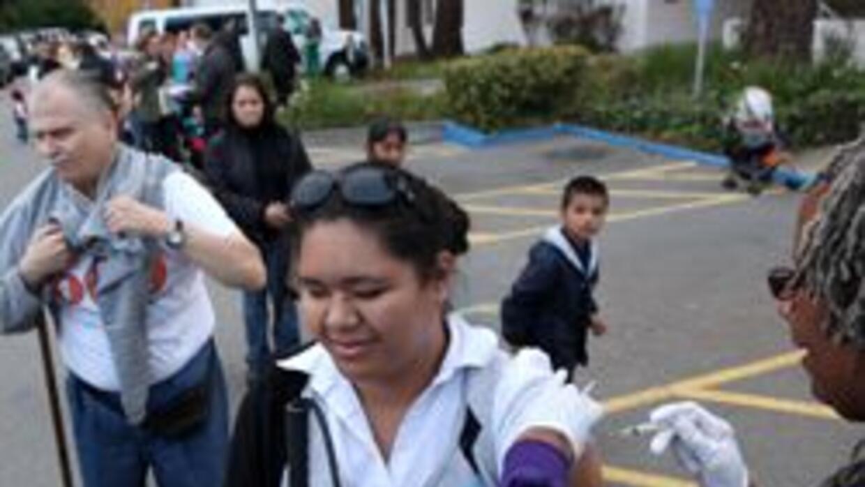 La vacuna contra la gripe H1N1 ya esta disponible para todos en LA 71e3e...