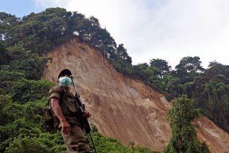 Suman más de 200 muertos por alud en Guatemala
